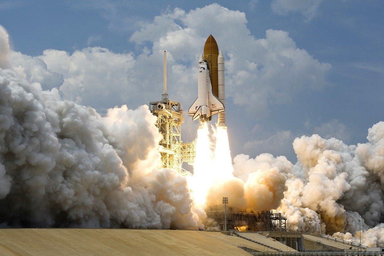 Por que boa parte dos lançamentos de foguetes, nos EUA, ocorrem na Flórida?